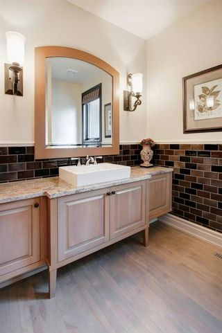 Photo 12: 216 11 Street NW in Calgary: Hillhurst Semi Detached for sale : MLS®# A1033762