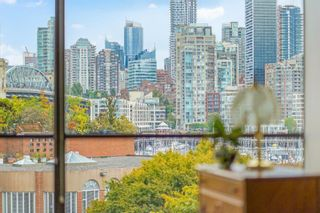"""Photo 4: 311 1450 PENNYFARTHING Drive in Vancouver: False Creek Condo for sale in """"Harbour Cove/False Creek"""" (Vancouver West)  : MLS®# R2618679"""