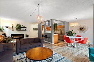 Photo 1: 104 1366 Hillside Ave in : Vi Oaklands Condo for sale (Victoria)  : MLS®# 867040