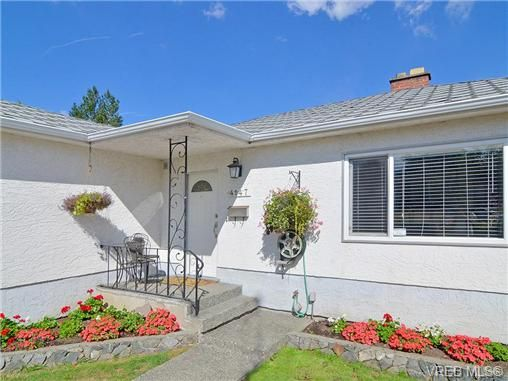 Main Photo: 4147 Hawkes Ave in VICTORIA: SW Glanford House for sale (Saanich West)  : MLS®# 653887