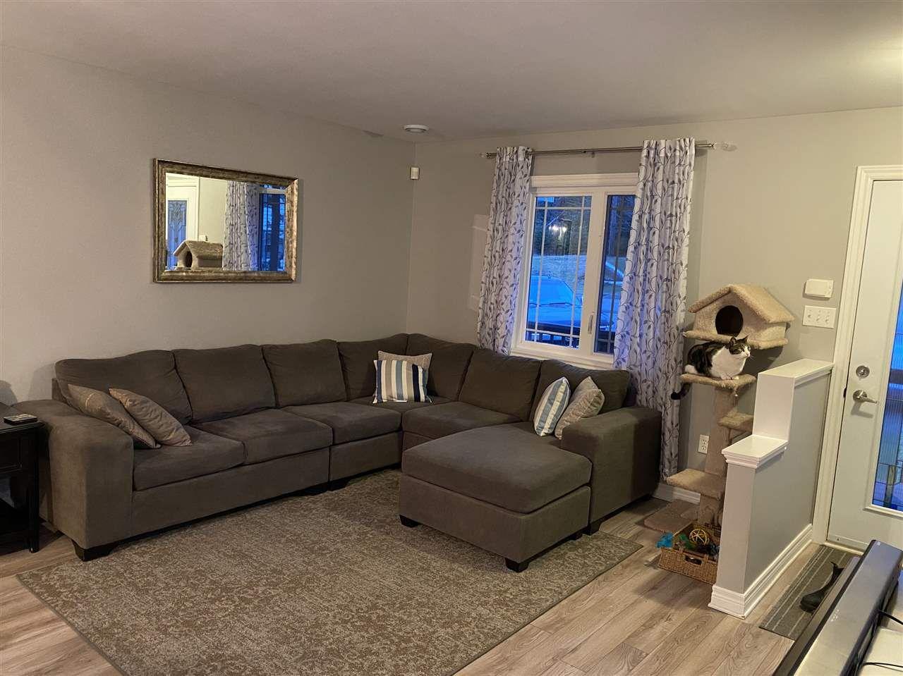 Photo 4: Photos: 7327 Main Street in Louisbourg: 206-Louisbourg Residential for sale (Cape Breton)  : MLS®# 202025505