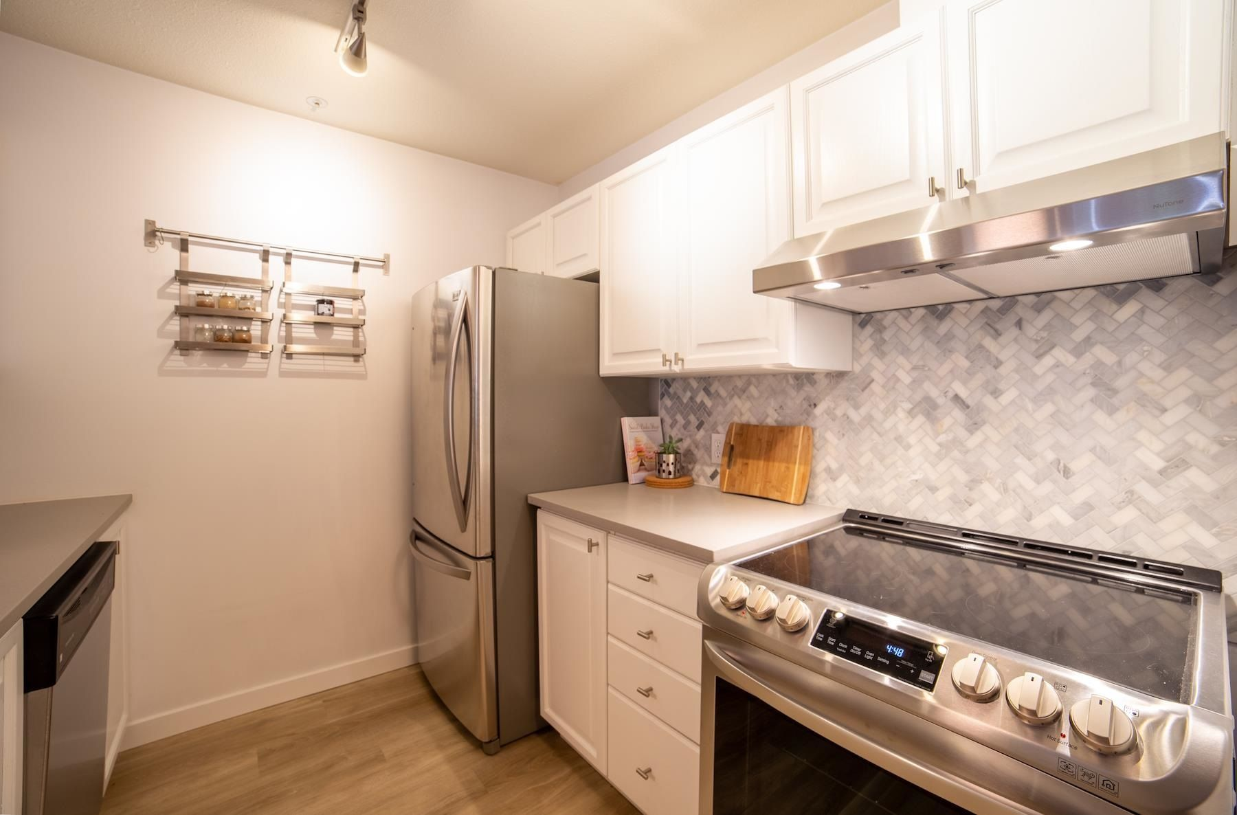 """Main Photo: 301 5577 SMITH Avenue in Burnaby: Central Park BS Condo for sale in """"COTTONWOOD GROVE"""" (Burnaby South)  : MLS®# R2601531"""