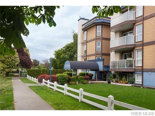 Main Photo: 102 2529 Wark St in VICTORIA: Vi Hillside Condo for sale (Victoria)  : MLS®# 742540