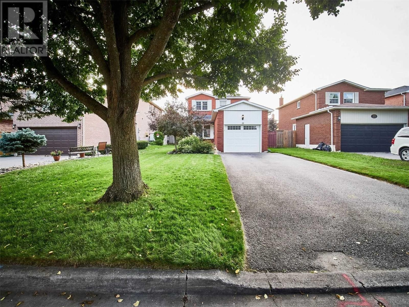 Main Photo: 18 LINDEN LANE in Whitchurch-Stouffville: House for sale : MLS®# N5400142