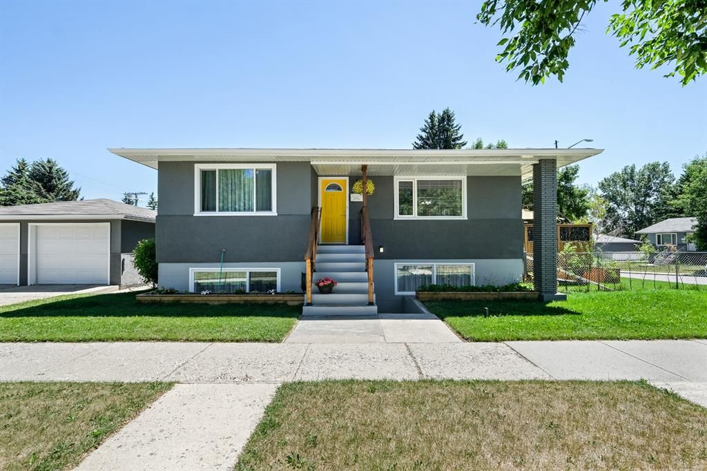 Main Photo: 580 Northmount Drive NW in Calgary: Cambrian Heights Detached for sale : MLS®# A1126069