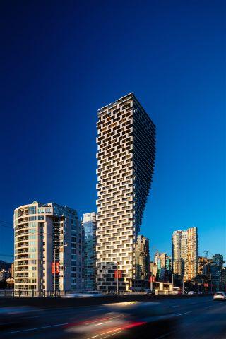 """Photo 9: PH9 1480 HOWE Street in Vancouver: Yaletown Condo for sale in """"VANCOUVER HOUSE"""" (Vancouver West)  : MLS®# R2526689"""