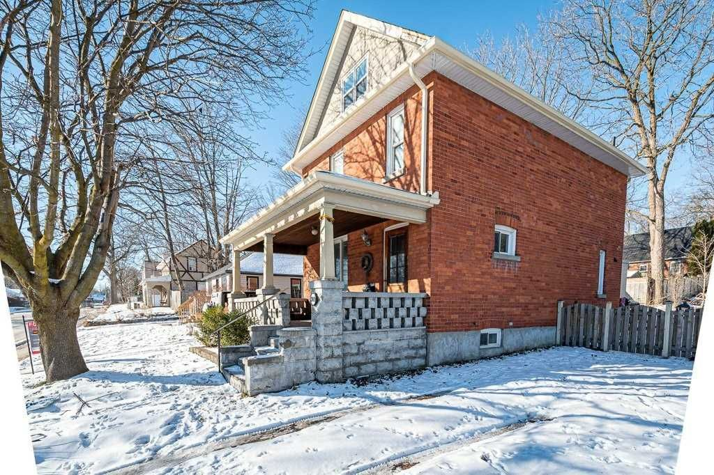 Main Photo: 30 Grove Street East Street in Barrie: Bayfield House (2 1/2 Storey) for sale : MLS®# S5098618