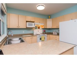 """Photo 8: 4 18883 65 Avenue in Surrey: Cloverdale BC Townhouse for sale in """"APPLEWOOD"""" (Cloverdale)  : MLS®# R2246448"""