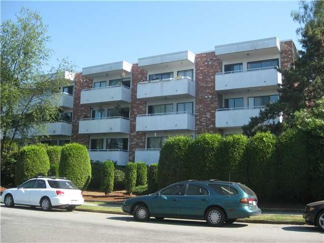 """Main Photo: 217 360 E 2ND Street in North Vancouver: Lower Lonsdale Condo for sale in """"Emerald Manor"""" : MLS®# V841588"""