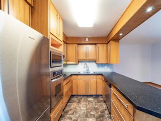 Photo 4: 17 Melville Place SW in Calgary: Mayfair Detached for sale : MLS®# A1083727