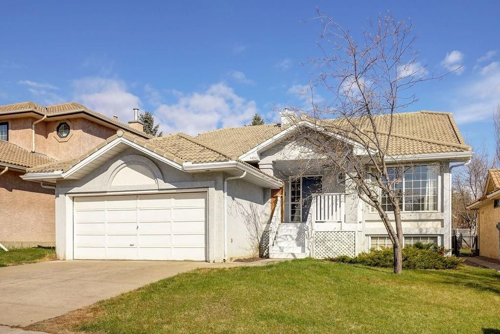 Main Photo: 24 SIGNATURE WY SW in Calgary: Signal Hill Detached for sale : MLS®# C4302567
