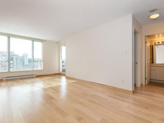 """Photo 5: 1802 5189 GASTON Street in Vancouver: Collingwood VE Condo for sale in """"THE MACGREGOR"""" (Vancouver East)  : MLS®# R2369458"""