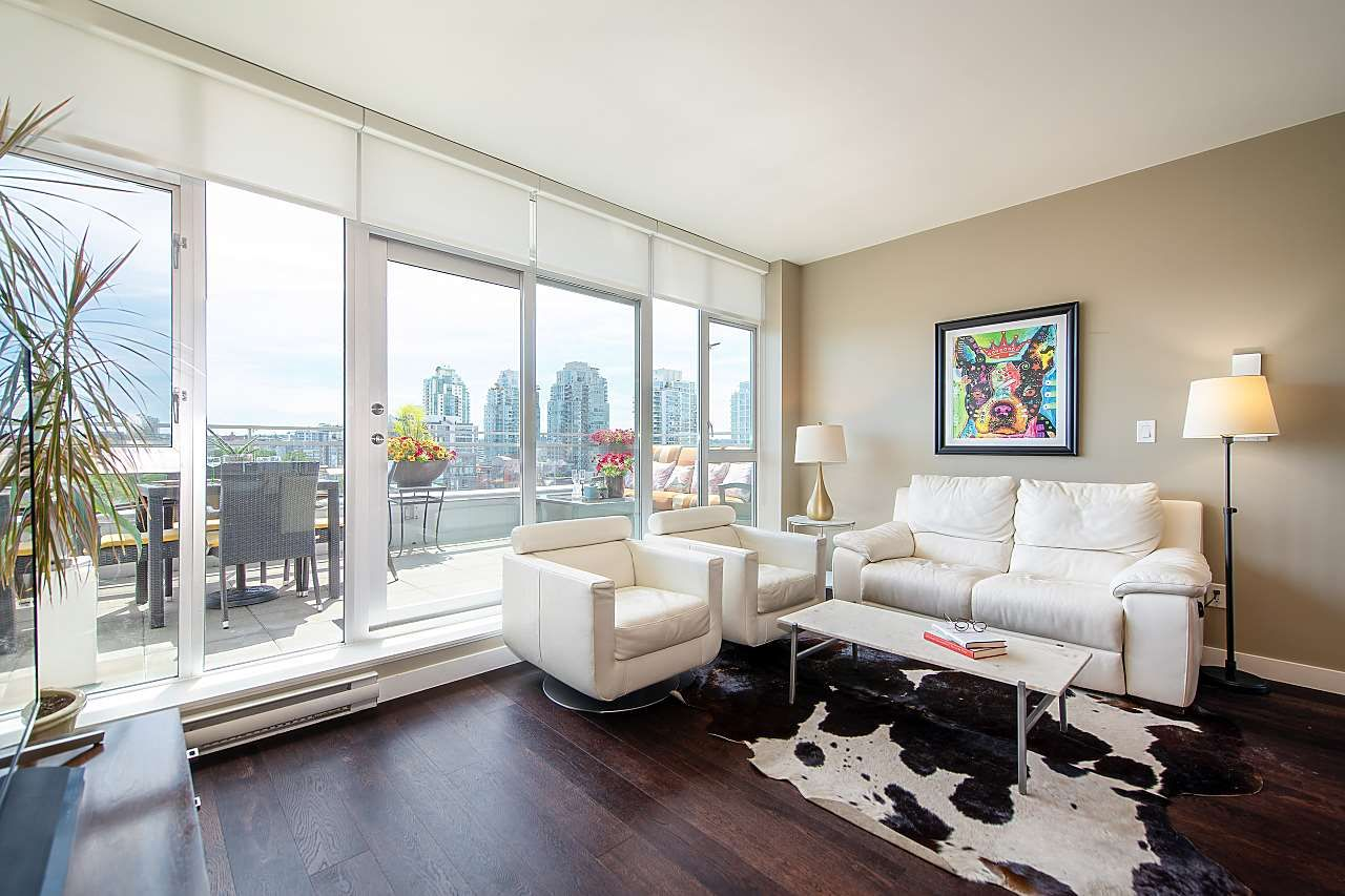Main Photo: 910 221 UNION STREET in : Strathcona Condo for sale : MLS®# R2476897