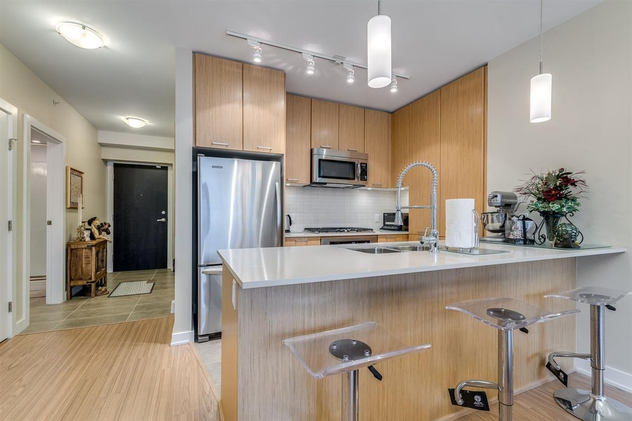 """Photo 13: Photos: 204 301 CAPILANO Road in Port Moody: Port Moody Centre Condo for sale in """"The Residences"""" : MLS®# R2474301"""