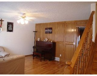 Photo 2:  in CALGARY: Applewood Residential Detached Single Family for sale (Calgary)  : MLS®# C3251510