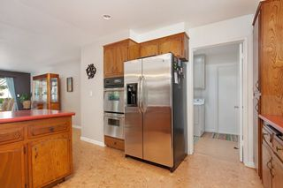Photo 9: OCEANSIDE House for sale : 3 bedrooms : 1675 Avocado