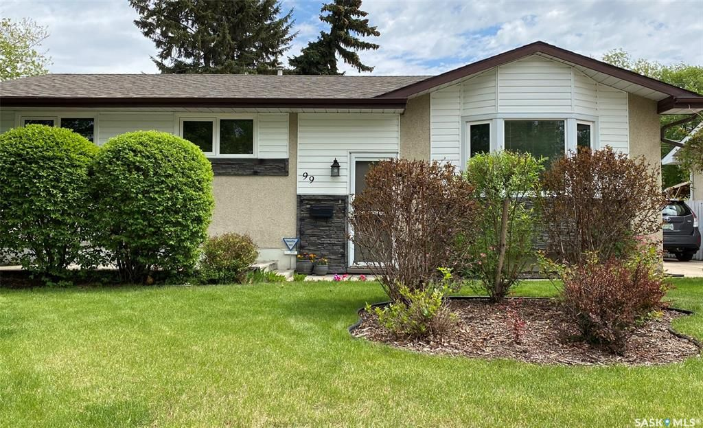 Main Photo: 99 Spinks Drive in Saskatoon: West College Park Residential for sale : MLS®# SK810394
