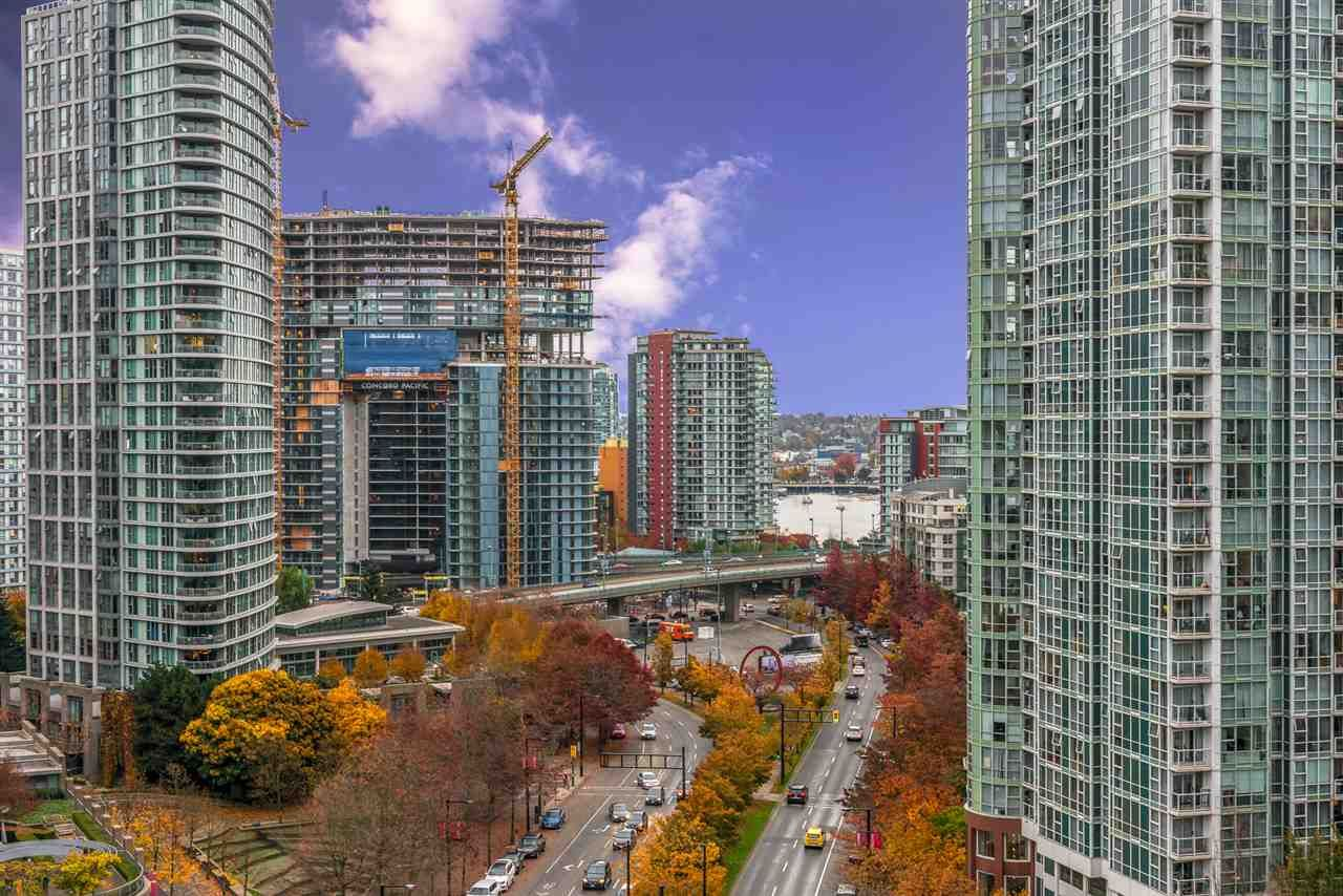 """Main Photo: 1404 238 ALVIN NAROD Mews in Vancouver: Yaletown Condo for sale in """"PACIFIC PLAZA"""" (Vancouver West)  : MLS®# R2318751"""