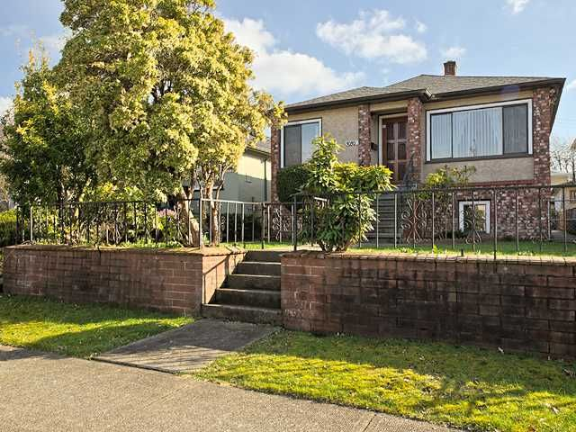 Main Photo: 3030 E 17th Av in Vancouver East: Renfrew Heights House for sale : MLS®# V1054398