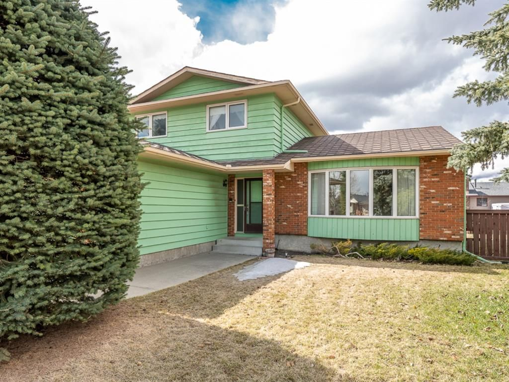 Main Photo: 68 Range Green NW in Calgary: Ranchlands Detached for sale : MLS®# A1094469