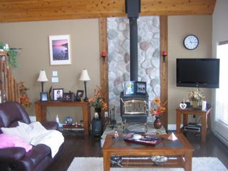 "Photo 3: Eagle Bay - Shuswap Lake 6421 Eagle Bay Road # 35: House for sale in ""Wildrose Bay Properties"""