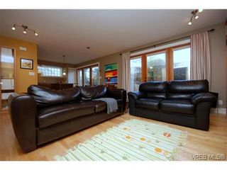 Photo 3: 1 727 Linden Avenue in Victoria: Vi Fairfield West Condo for sale : MLS®# 285761