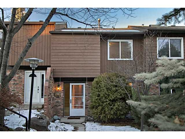 Main Photo: 20 287 SOUTHAMPTON Drive SW in CALGARY: Southwood Townhouse for sale (Calgary)  : MLS®# C3592559