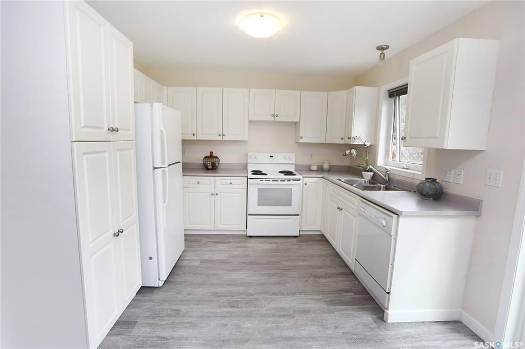 Photo 8: Photos: 131B 113th Street West in Saskatoon: Sutherland Residential for sale : MLS®# SK778904