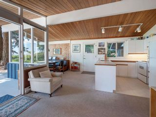Photo 11: 1590 OCEAN BEACH Esplanade in Gibsons: Gibsons & Area House for sale (Sunshine Coast)  : MLS®# R2598013