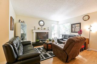 Photo 6: 14835 HOLLY PARK Lane in Surrey: Guildford Townhouse for sale (North Surrey)  : MLS®# R2211598