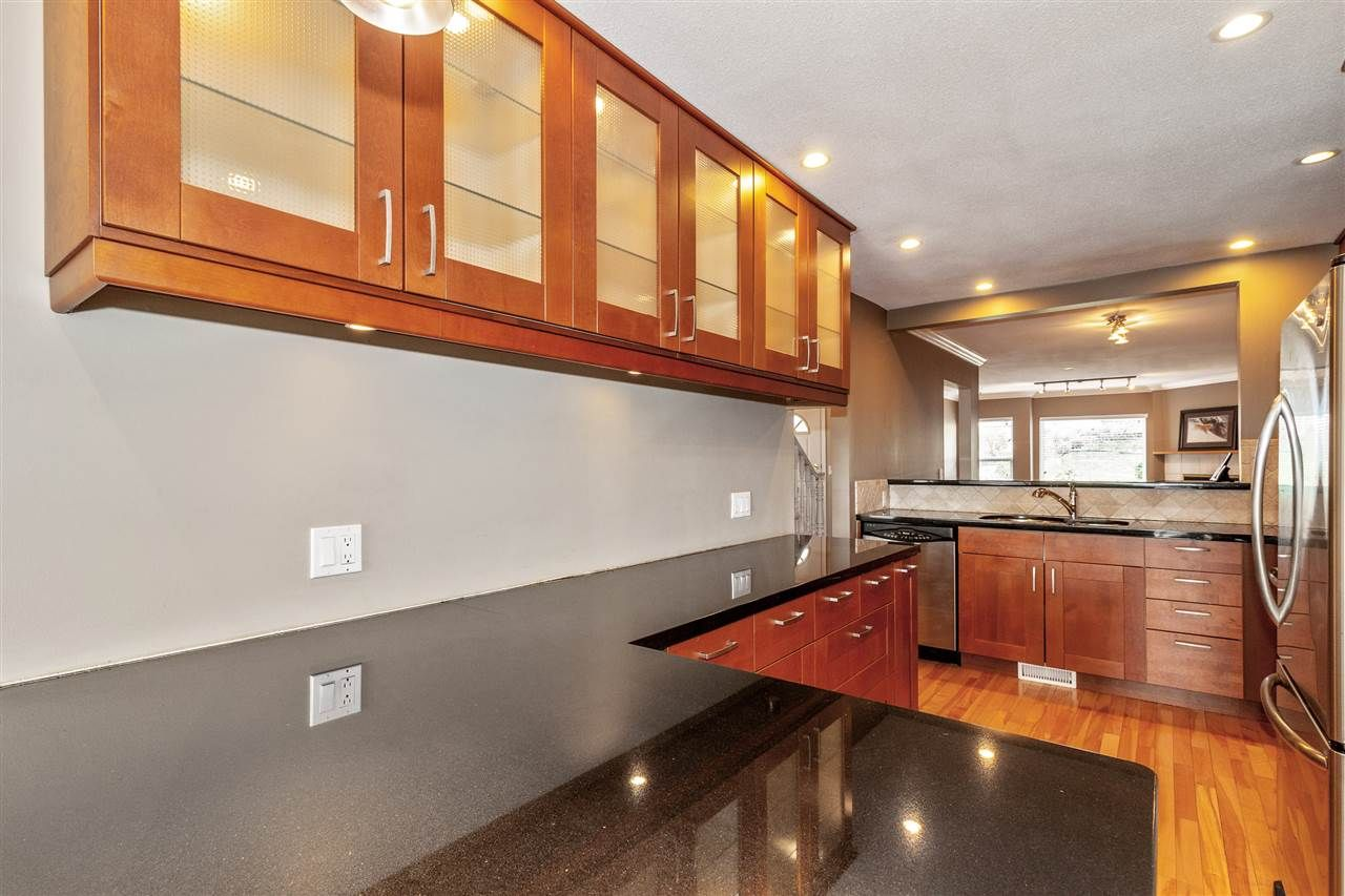 Photo 7: Photos: 337 E 5TH Street in North Vancouver: Lower Lonsdale 1/2 Duplex for sale : MLS®# R2544809