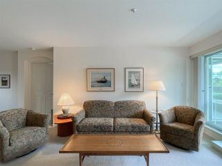 """Photo 3: 210 2105 W 42ND Avenue in Vancouver: Kerrisdale Condo for sale in """"BROWNSTONE"""" (Vancouver West)  : MLS®# R2582976"""