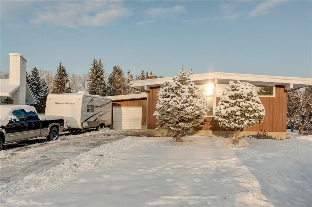 Main Photo: 1220 MAPLEGLADE Place SE in Calgary: Maple Ridge Detached for sale : MLS®# C4277925
