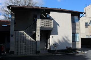 """Photo 1: 1 33136 MILL LAKE Road in Abbotsford: Central Abbotsford Townhouse for sale in """"Mill Lake Terrace"""" : MLS®# R2523361"""