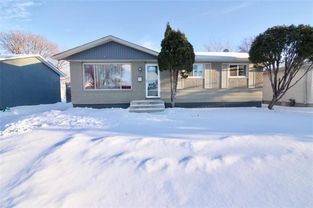 Main Photo: 19 Malden Close in Winnipeg: Maples Residential for sale (4H)  : MLS®# 202101865