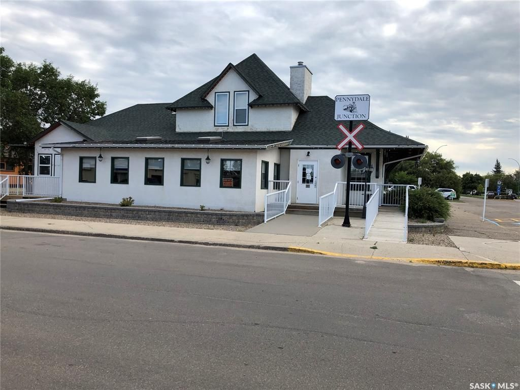 Main Photo: 92 22nd Street in Battleford: Commercial for sale : MLS®# SK871433
