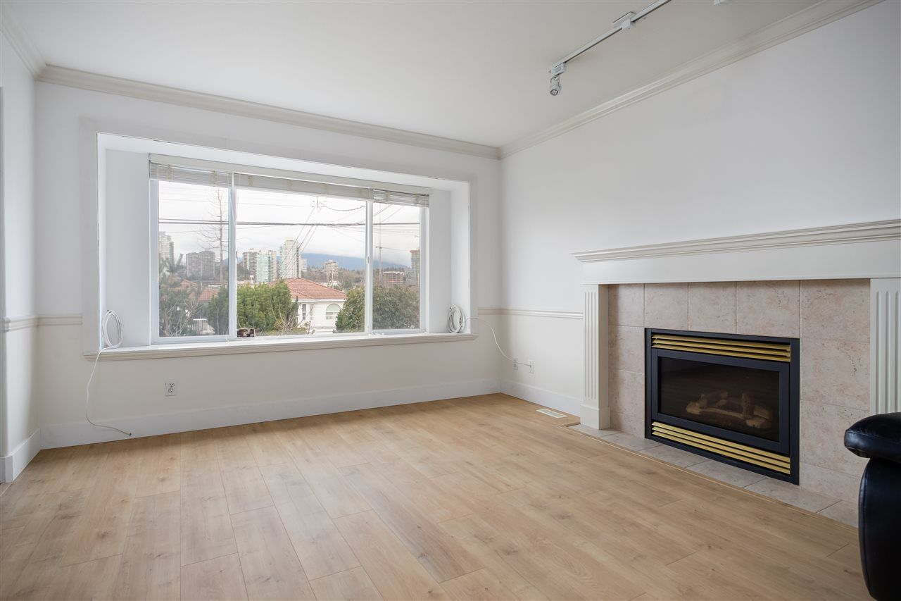 Photo 3: Photos: 5046 MANOR Street in Burnaby: Central BN 1/2 Duplex for sale (Burnaby North)  : MLS®# R2441372