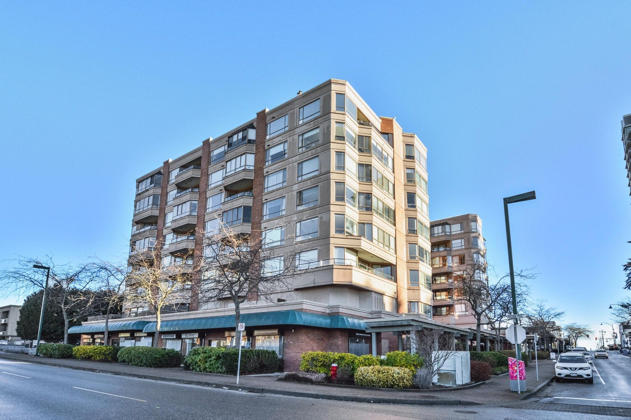 """Main Photo: 603 15111 RUSSELL Avenue: White Rock Condo for sale in """"Pacific Terrace"""" (South Surrey White Rock)  : MLS®# R2612758"""