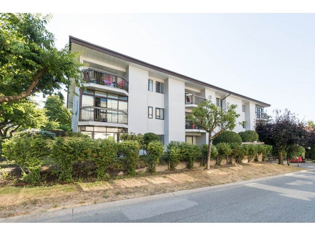 "Main Photo: 104 15290 THRIFT Avenue: White Rock Condo for sale in ""WINDERMERE"" (South Surrey White Rock)  : MLS®# R2293238"