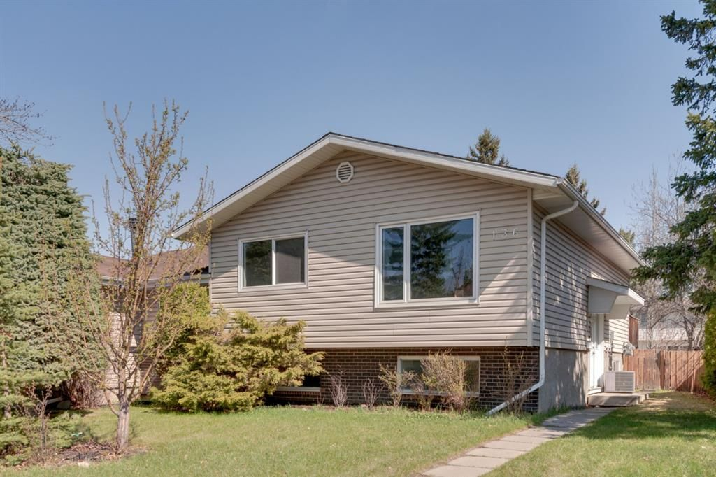 Main Photo: 136 Silvergrove Road NW in Calgary: Silver Springs Semi Detached for sale : MLS®# A1098986