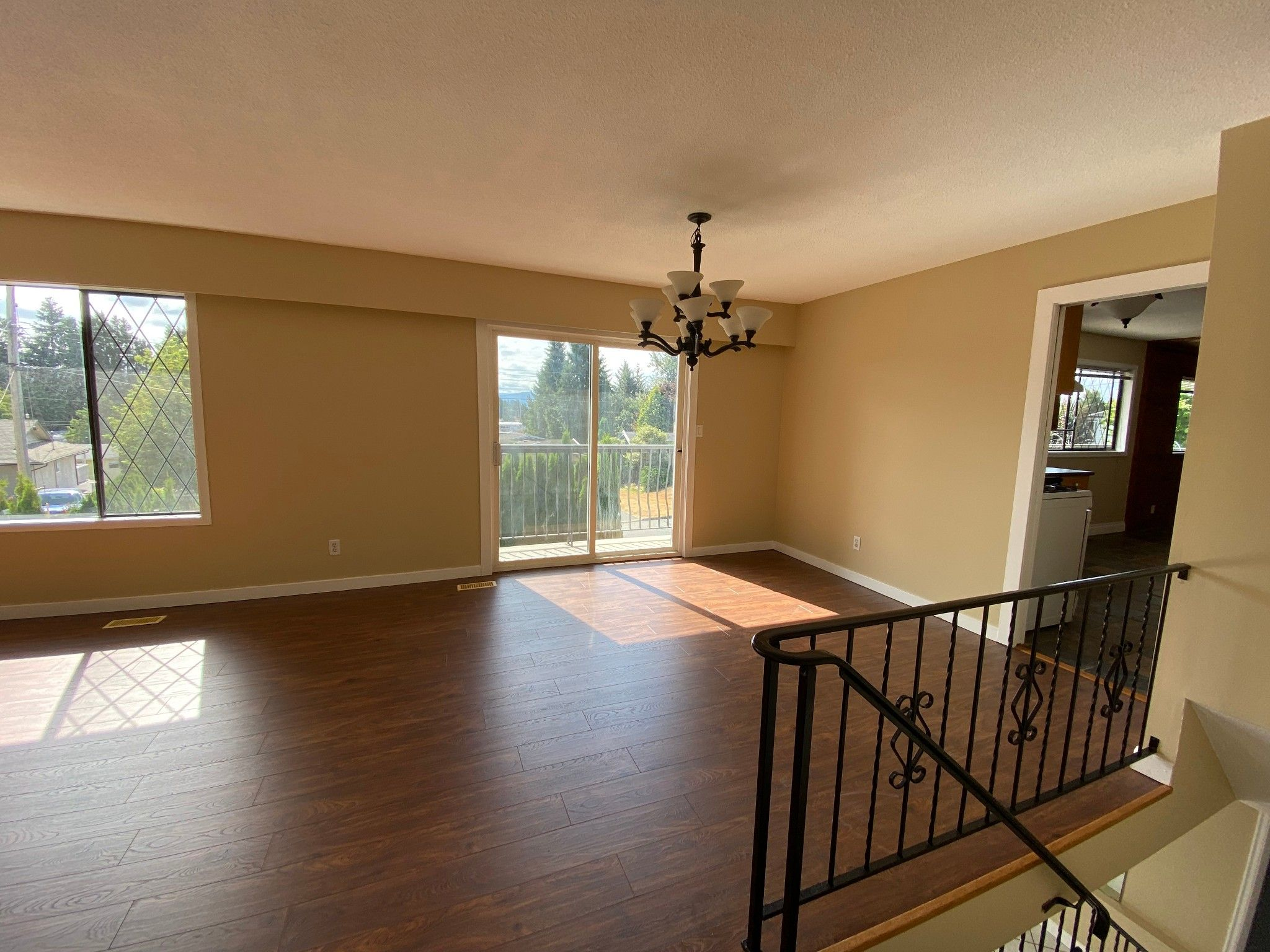 Photo 3: Photos: 2043 Majestic Cr. in Abbotsford: Abbotsford West House for rent