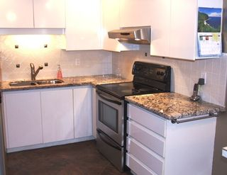 Photo 8: 210 14965 Marine Dr in Pacifica: Home for sale