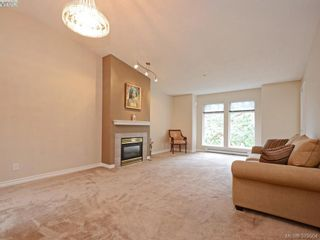 Photo 3: 402 606 Goldstream Ave in VICTORIA: La Fairway Condo for sale (Langford)  : MLS®# 762139