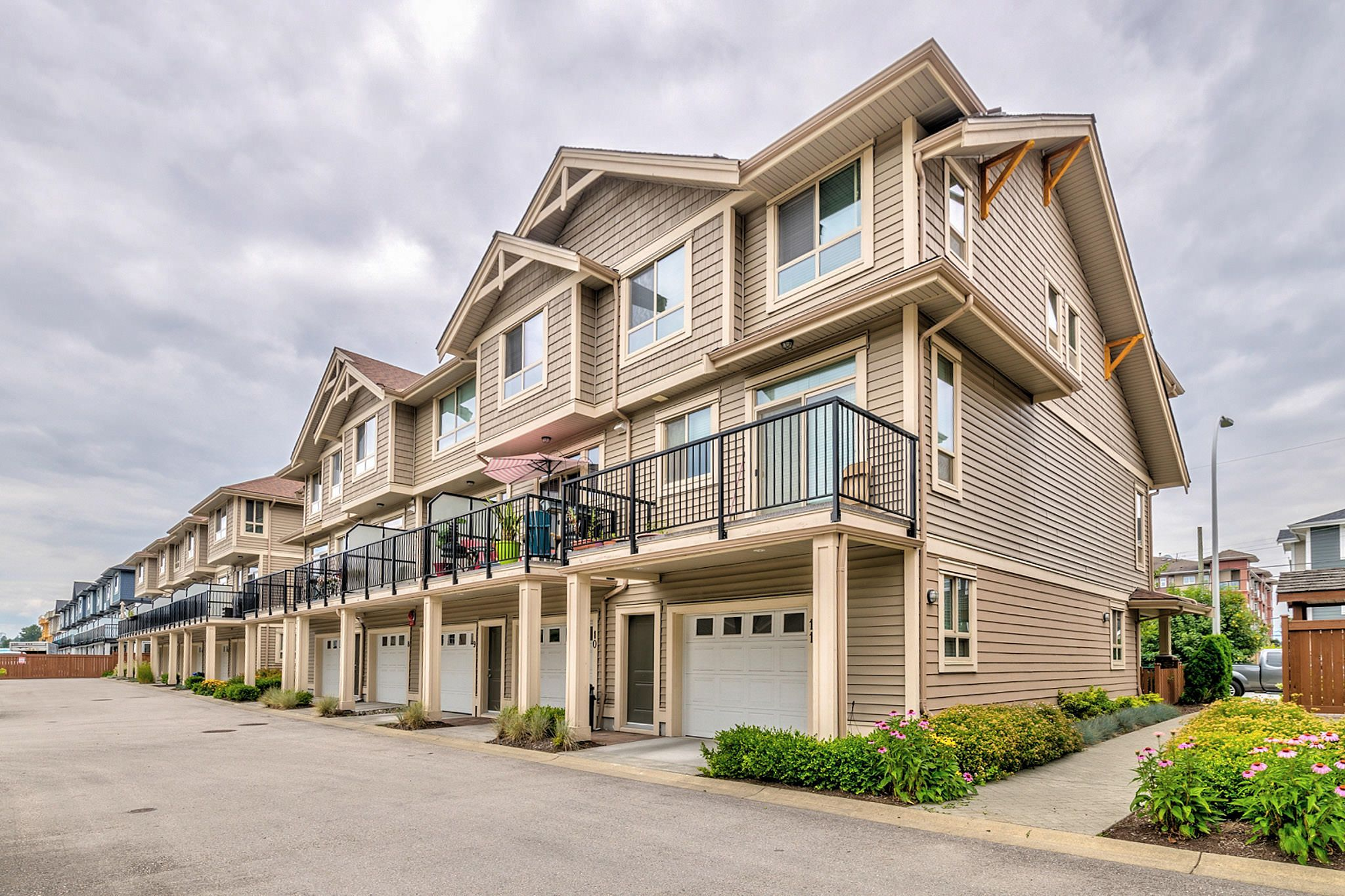 Photo 22: Photos: 10 19742 55A Street in Langley: Langley City Townhouse for sale : MLS®# R2388093