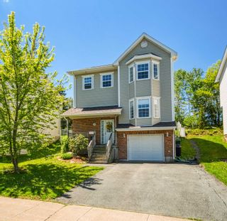 Photo 1: 111 Green Village Lane in Dartmouth: 12-Southdale, Manor Park Residential for sale (Halifax-Dartmouth)  : MLS®# 202114071