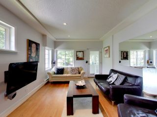 """Photo 3: 2271 WATERLOO Street in Vancouver: Kitsilano House for sale in """"KITSILANO!"""" (Vancouver West)  : MLS®# R2086702"""
