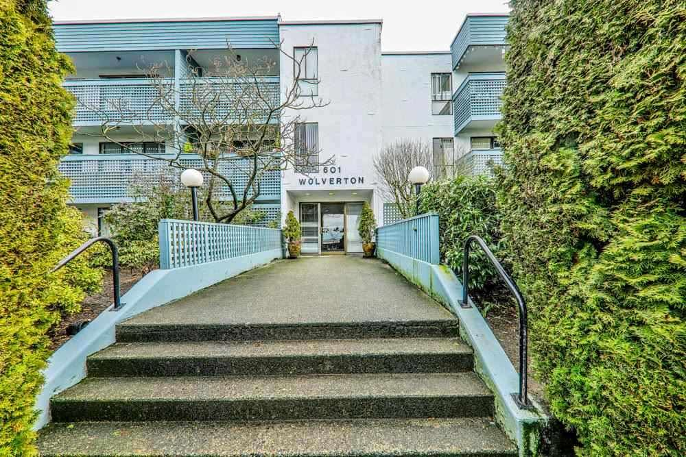 """Main Photo: 101 601 NORTH Road in Coquitlam: Coquitlam West Condo for sale in """"WOLVERTON"""" : MLS®# R2498798"""