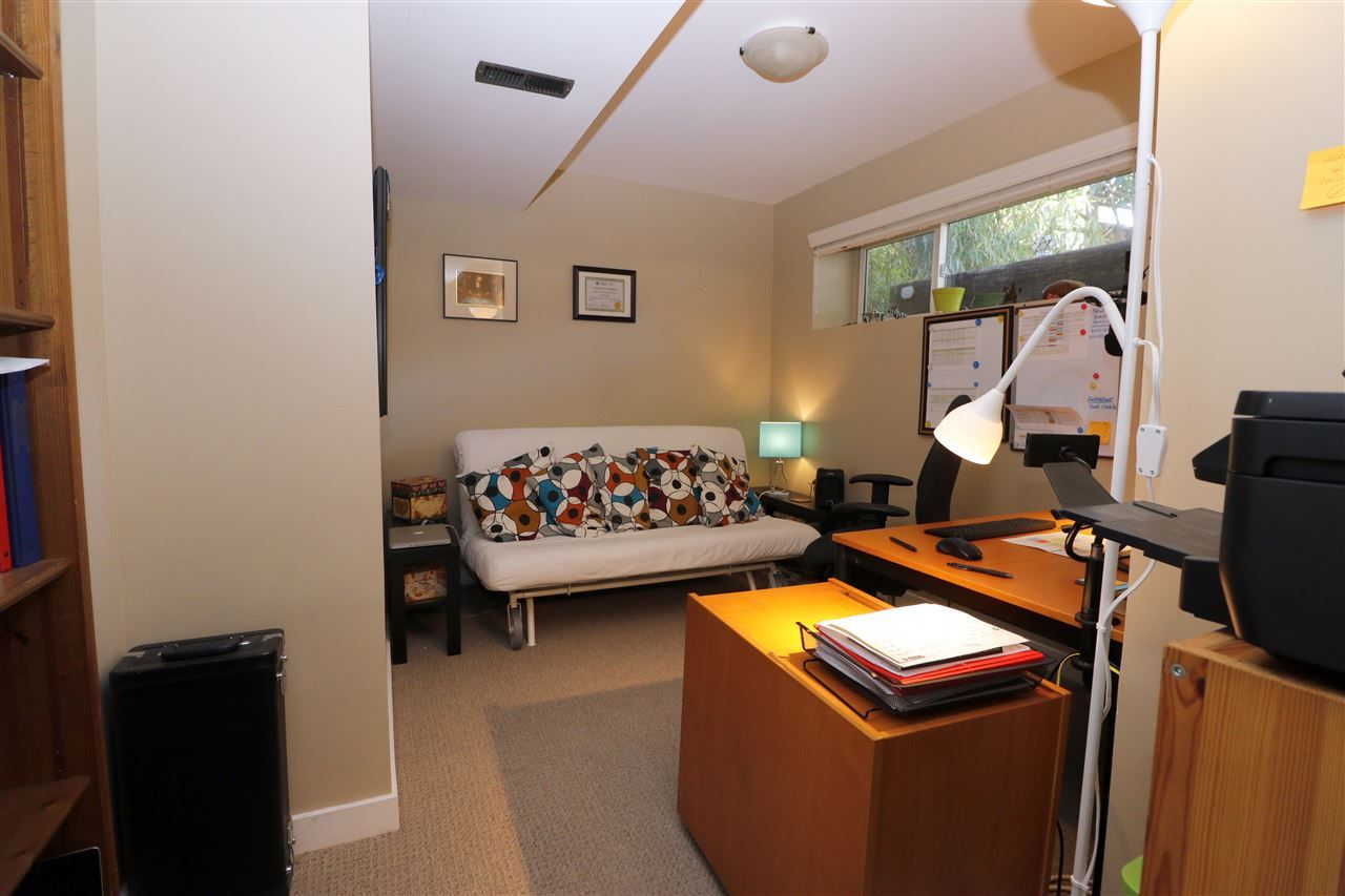 Photo 15: Photos: 313 SEAFORTH Crescent in Coquitlam: Central Coquitlam House for sale : MLS®# R2566060