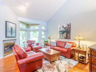 Photo 3: 832 Lakes Blvd in FRENCH CREEK: PQ French Creek Row/Townhouse for sale (Parksville/Qualicum)  : MLS®# 840629