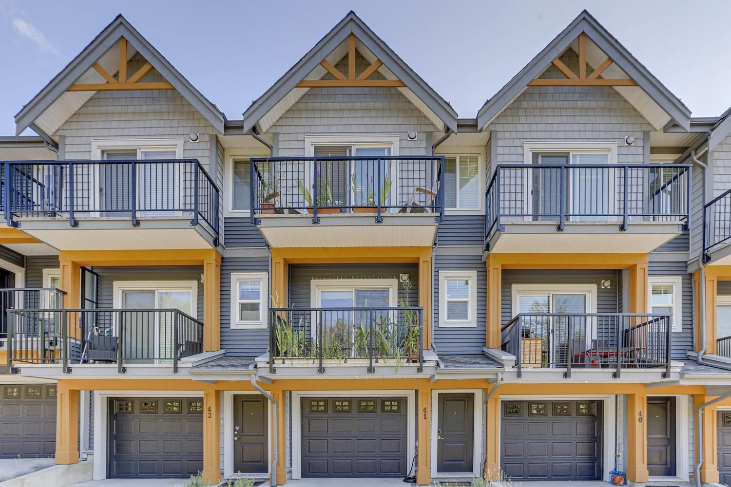 """Main Photo: 40 22810 113 Avenue in Maple Ridge: East Central Townhouse for sale in """"RUXTON VILLAGE"""" : MLS®# R2624686"""